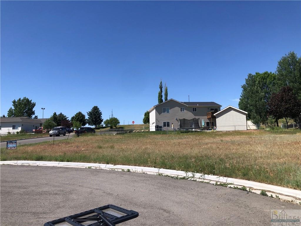 927  Tierra Drive