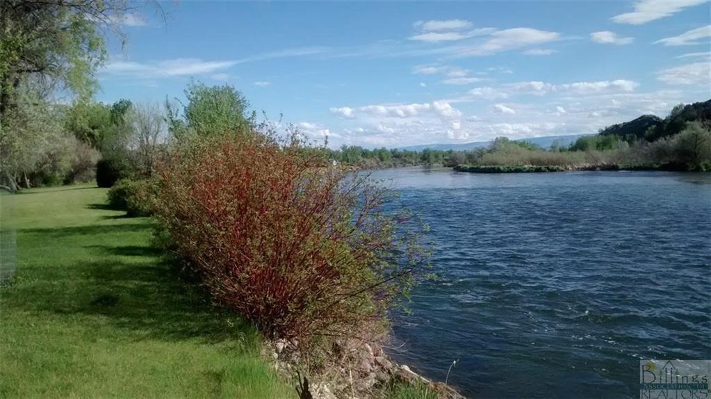 581  River Bend